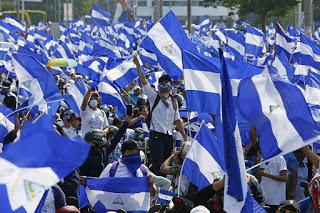 Nicaragua: Empresario y docente son arrestados por cantar himno nacional