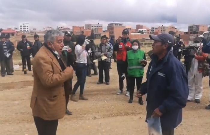 Asistían a un entierro en Laja; llegó el ministro Arias, les pidió cumplir la cuarentena; no querían, luego se fueron