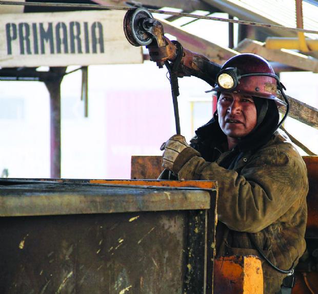 Mineros asalariados rechazan ampliación de la cuarentena y anuncian reinicio de operaciones mineras