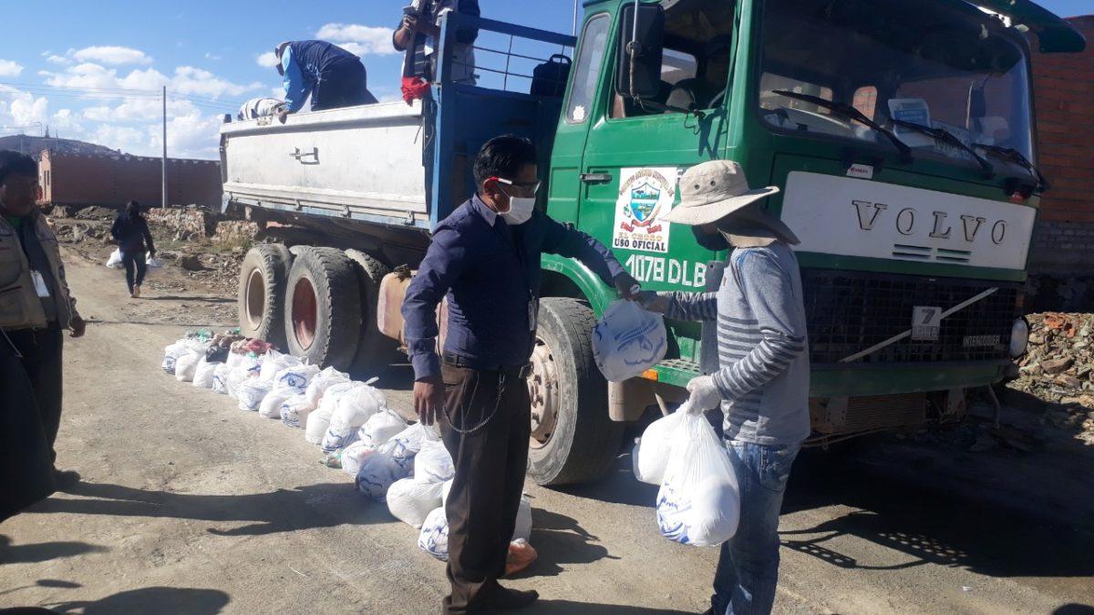 Alcalde de El Choro dona su sueldo para entregar canastas solidarias a familias necesitadas