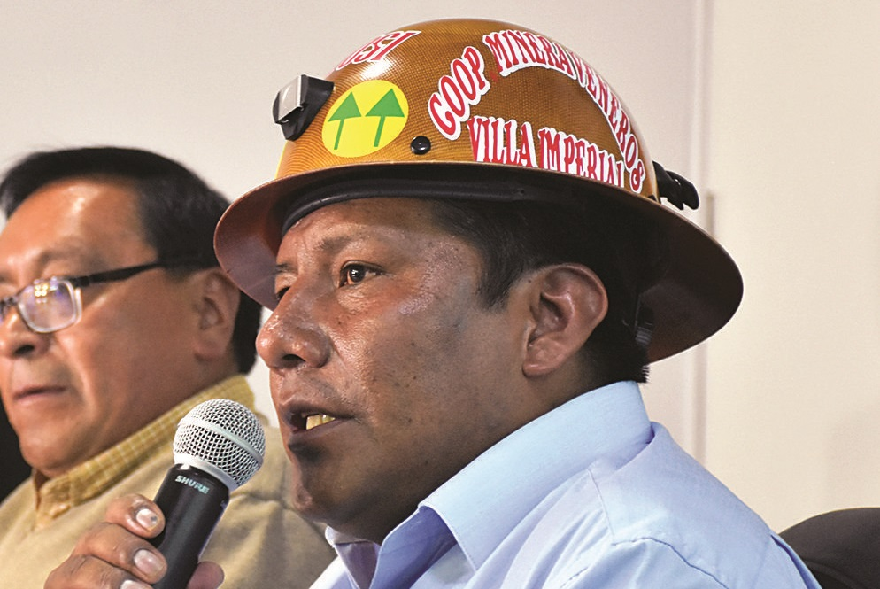 Cooperativistas desconocen al ministro de minería; lo acusan de dividir a su sector