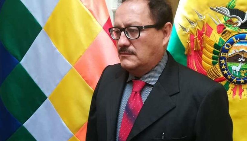 El ministro Vásquez dice que no cumple los requisitos para ser masista porque tiene ojos verdes, es crespo y blanco