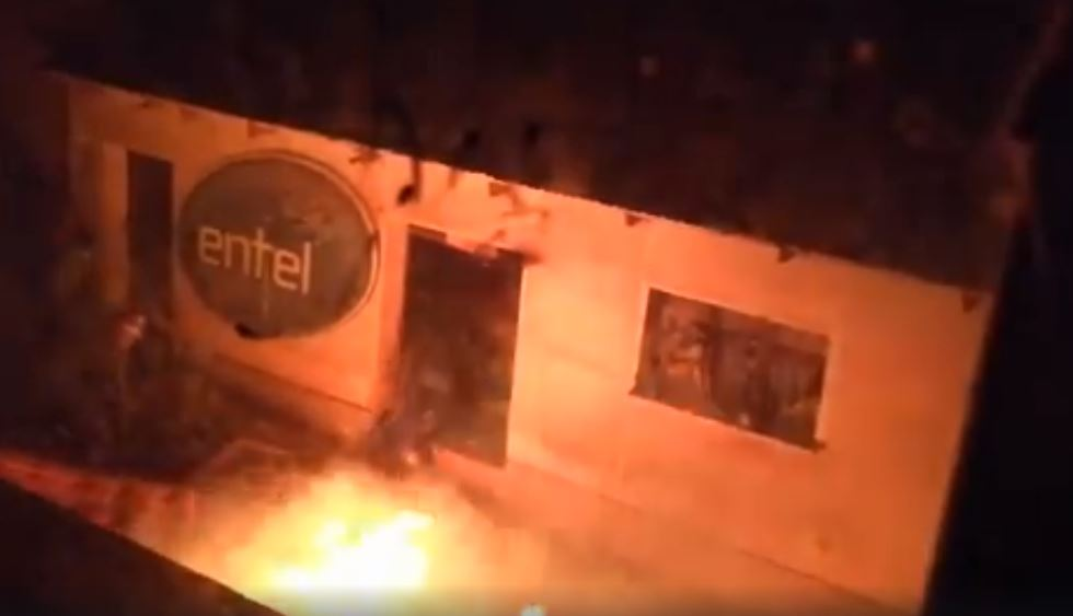 Macha: Masistas queman la casa de asambleísta masista; ella pide por favor salvar a su familia
