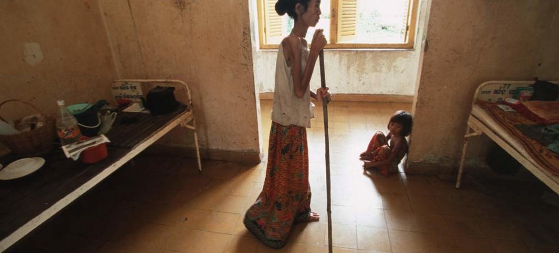 Sin protección social, el COVID-19 tiene un impacto catastrófico en los enfermos, las mujeres y los niños