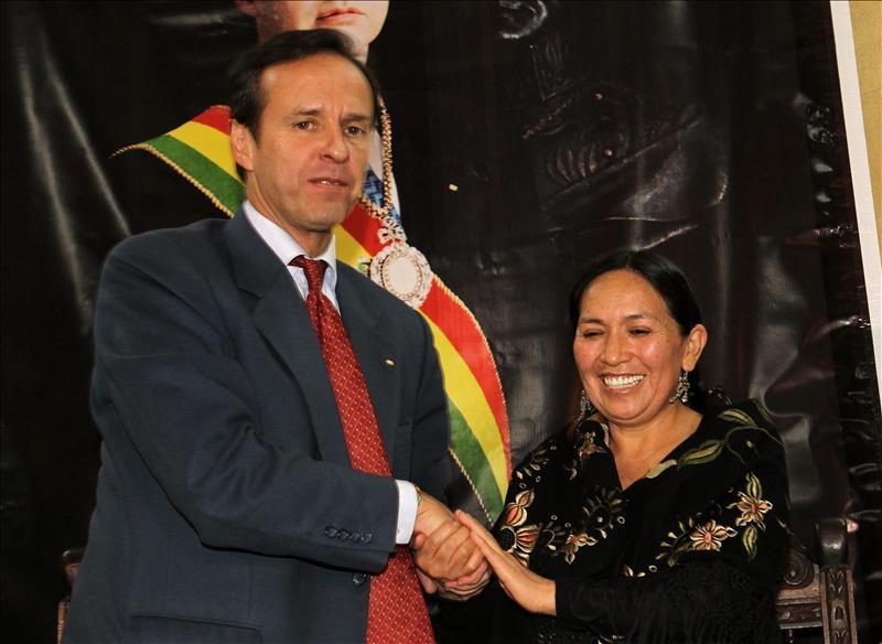 Tuto Quiroga y Tomasa Yarhui declinan sus candidaturas