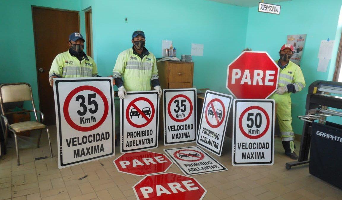 215 señales verticales refuerzan señalética en carreteras de Oruro