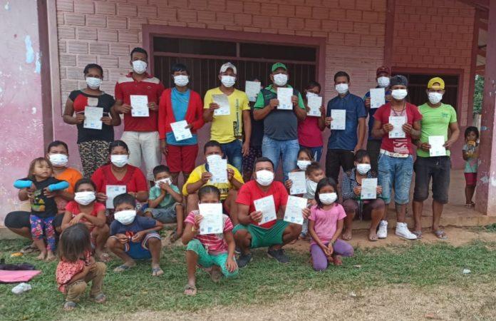 Indígenas del pueblo Araona obtienen sus certificados de nacimiento