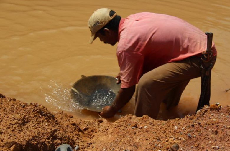 Gobernaciones demandan descentralización de competencias de la AJAM para luchar contra la minería ilegal