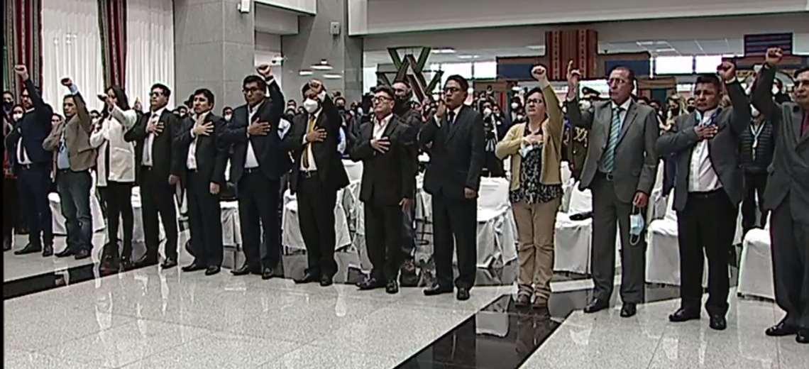 Con presencia mayoritaria de hombres, Arce posesiona a su gabinete ministerial