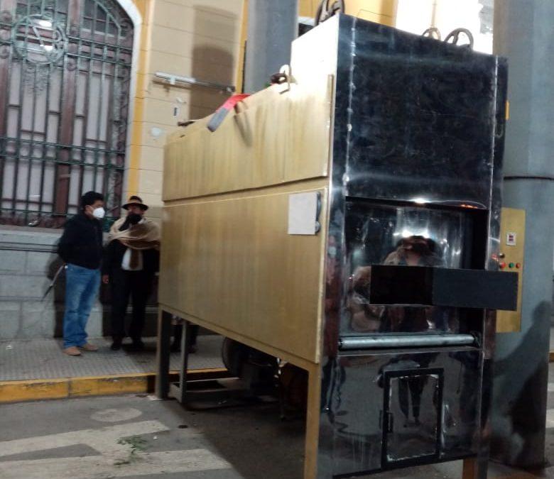 Familia Cruz Montoya dona al GAMO un horno crematorio para Oruro