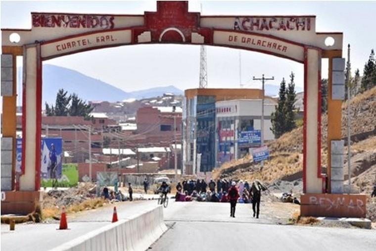 El FNDR financiará el asfaltado de camino en Achacachi