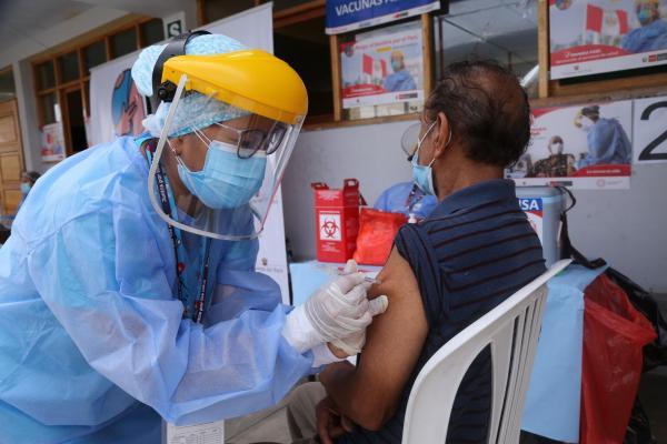 OPS advierte que las vacunas por sí solas no detendrán el aumento actual de casos de COVID-19
