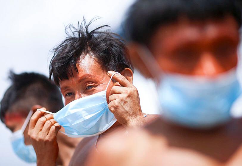 Indígenas denuncian en Brasil que mineros ilegales adquieren vacunas por oro