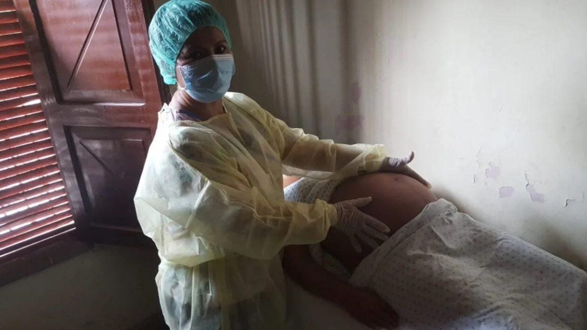 COVID-19 ocasiona impactos «devastadores» en las mujeres, afirma la directora de la OPS