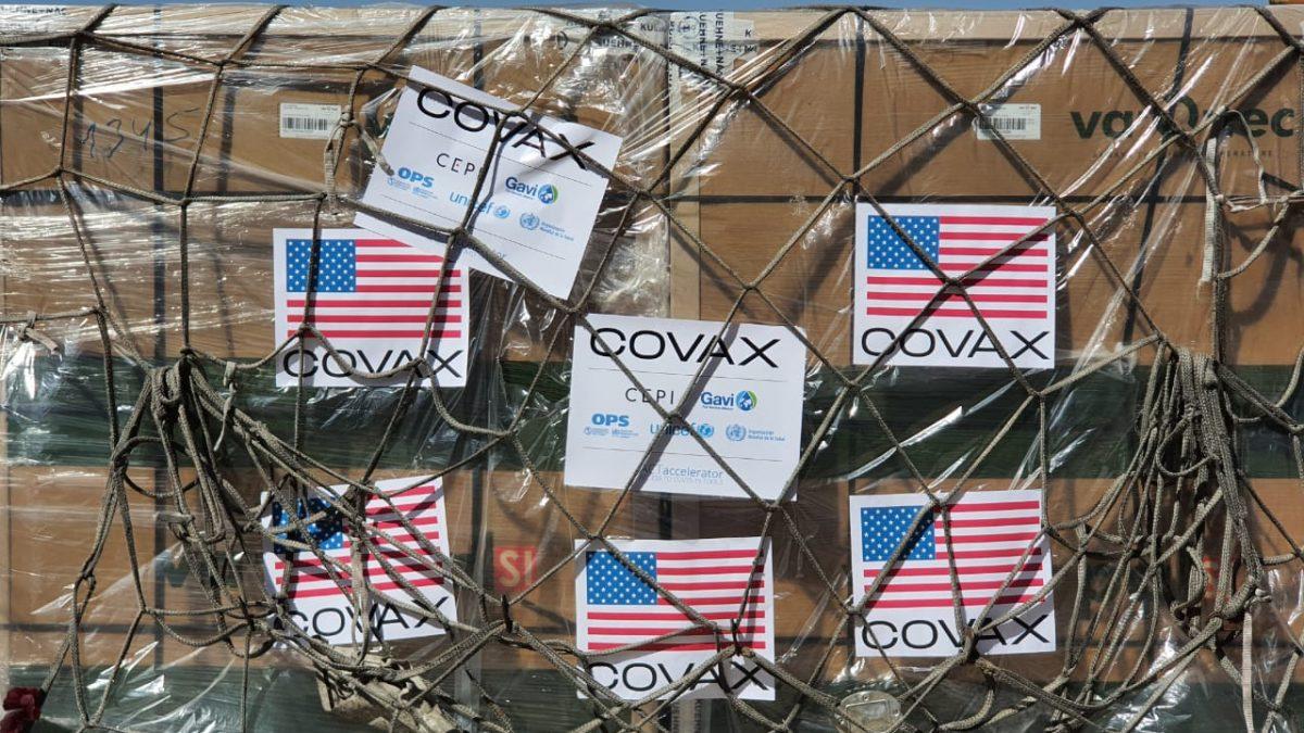Bolivia recibe 1.008.000 vacunas donadas por los Estados Unidos a través de COVAX