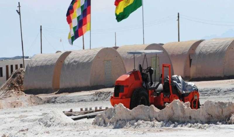 Exigiendo ser tomados en cuenta, comunarios toman planta del litio en el salar de Uyuni