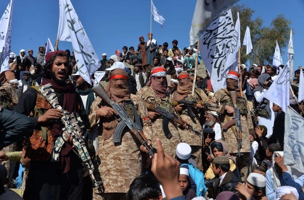 ¿Quiénes son los talibanes y qué pretenden hacer en Afganistán?