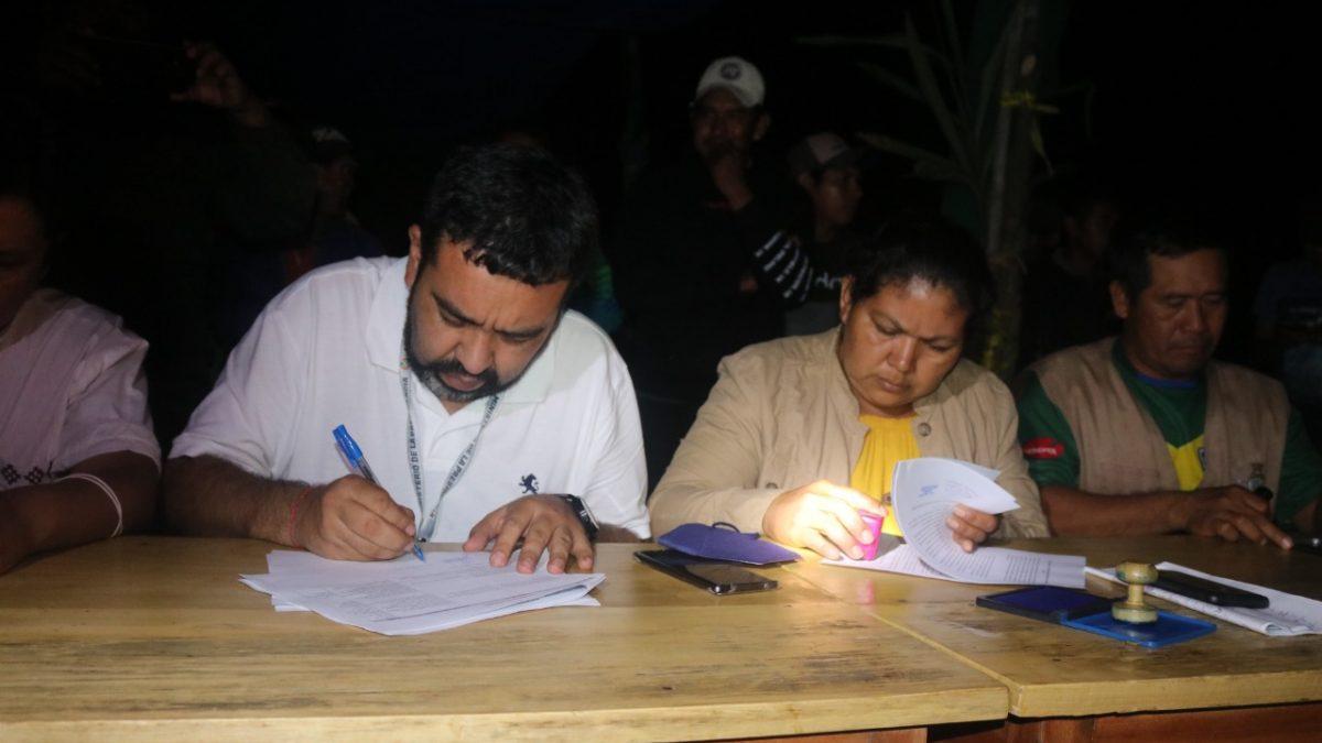 Indígenas y Órgano Ejecutivo firman un acuerdo, pero el bloqueo en Beni continúa ahora por el tema municipal