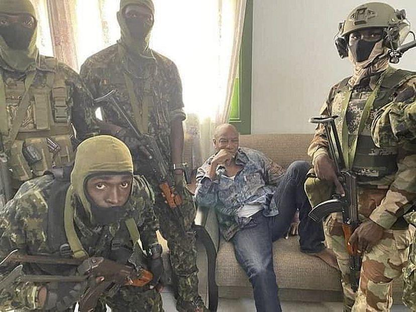Aparente golpe de Estado en Guinea: oficial del ejército dice que el presidente Alpha Conde fue arrestado